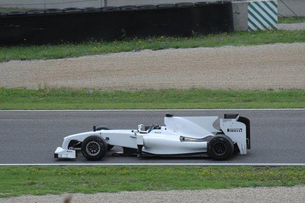 Nick Heidfeld (GER) Toyota TF109 tests Pirelli's 2011 tyres.Pirelli Tyre Testing, Mugello, Italy, 18-19 August 2010.