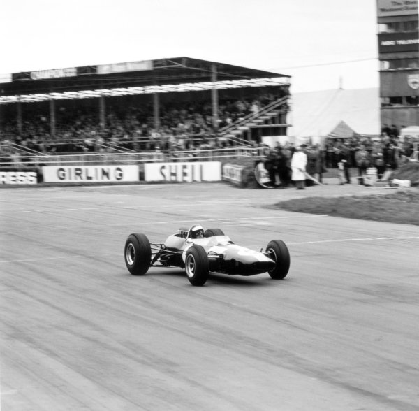 1965 British Grand Prix.Silverstone, Great Britain. 10 July 1965.Jim Clark, Lotus 33-Climax, 1st position, action. Ref: 30018.World Copyright: LAT Photographic