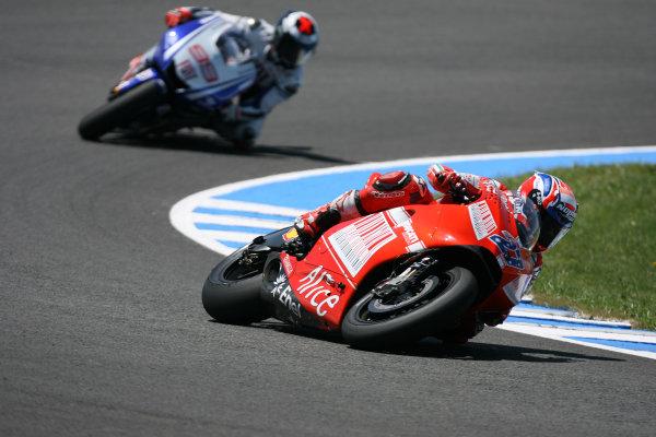 Jerez,Spain.1st - 3rd May 2009.Casey Stoner Ducati Marlboro Team Leads Jorge Lorenzo Fiat Yamaha TeamWorld Copyright: Martin Heath/LAT Photographic.ref: BPI_Moto 80t0