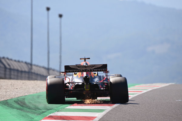 Sparks under the car of Max Verstappen, Red Bull Racing RB16