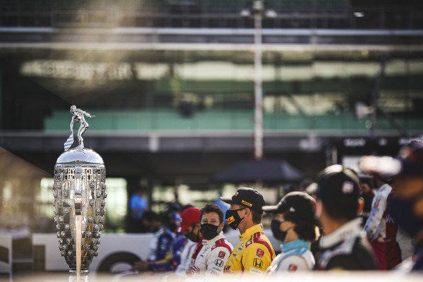Borg-Warner trophy, #98: Marco Andretti, Andretti Herta with Marco & Curb-Agajanian Honda, #28: Ryan Hunter-Reay, Andretti Autosport Honda