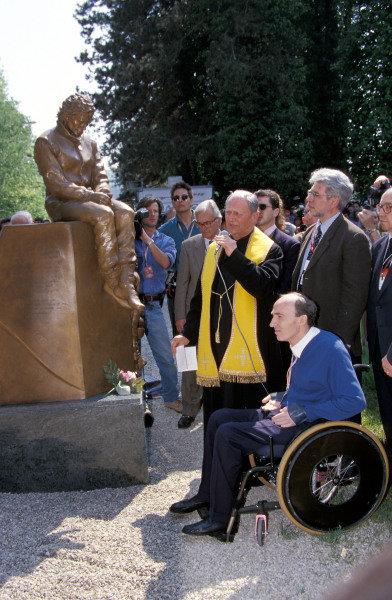 Frank Williams at the Ayrton Senna statue near the Imola circuit.