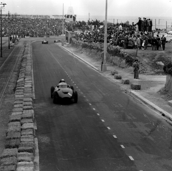 1958 Portuguese Grand Prix.Porto, Portugal.22-24 August 1958.Stuart Lewis-Evans (Vanwall) 3rd position.Ref-2396.World Copyright - LAT Photographic