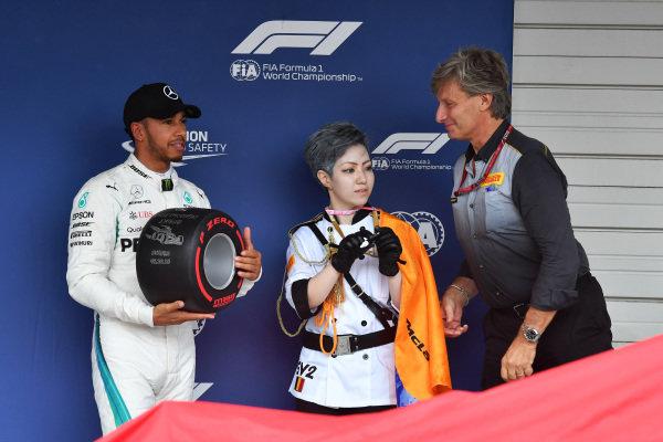 SUZUKA, JAPAN - OCTOBER 06: Lewis Hamilton, Mercedes AMG F1 receives the Pirelli Pole Position Award during the Japanese GP at Suzuka on October 06, 2018 in Suzuka, Japan. (Photo by Mark Sutton / Sutton Images)