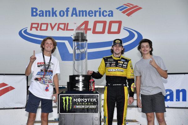#12: Ryan Blaney, Team Penske, Ford Fusion Menards/Pennzoil wins