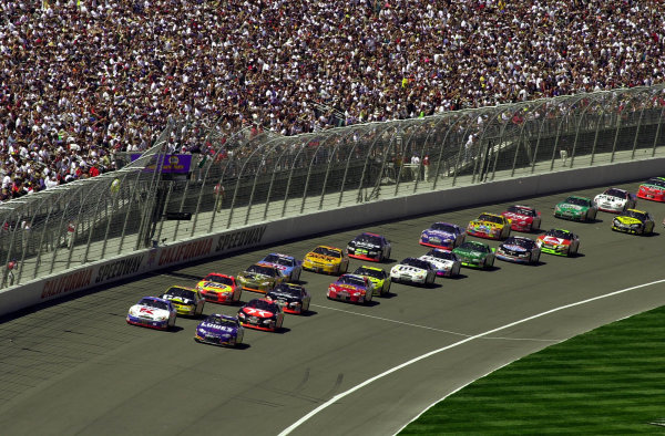 Jimmy Spencer (L) and polesitter Mike Skinner lead the field across the starting line.NAPA Auto Parts 500 at California Speedway, Fontana, California, USA, 30 April,2000.-F Peirce Williams 2000 LAT PHOTOGRAPHIC USA