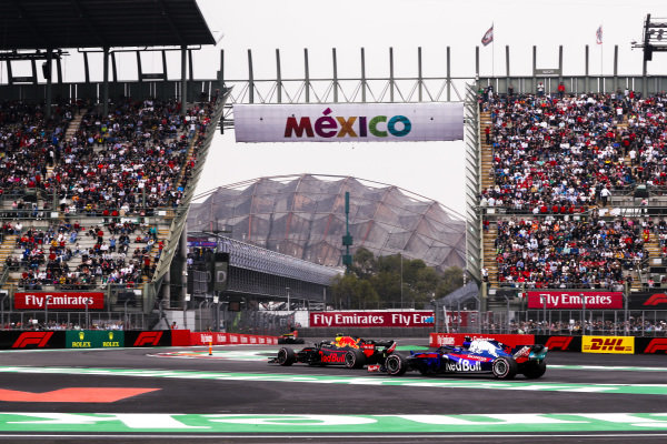 Max Verstappen, Red Bull Racing RB14, leads Brendon Hartley, Toro Rosso STR13