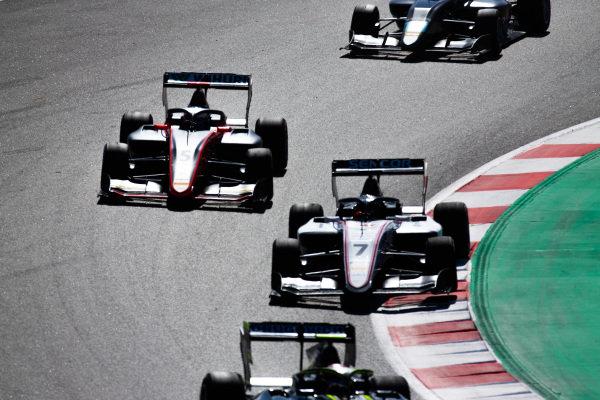Lirim Zendeli (DEU, Sauber Junior Team by Charouz) and Simo Laaksonen (FIN, MP Motorsport)