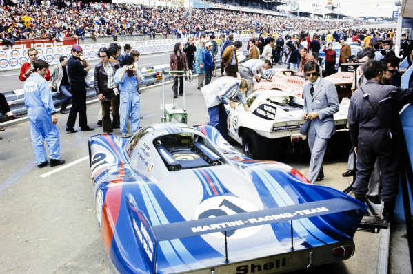 Vic Elford / Gèrard Larrousse's Martini International Racing Team, Porsche 917 LH in the pits.