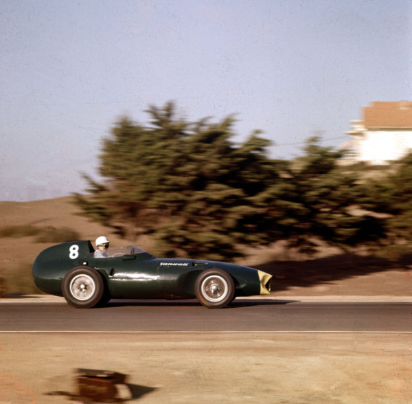 1958 Moroccan Grand Prix.Ain-Diab, Casablanca, Morocco.17-19 October 1958.Stirling Moss (Vanwall VW5) 1st position.Ref-3/0126A.World Copyright - LAT Photographic