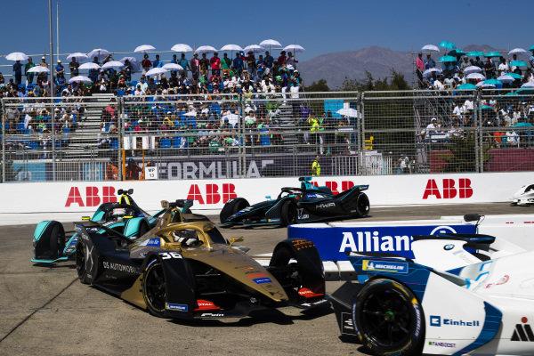 Andre Lotterer (DEU), DS TECHEETAH, DS E-Tense FE19 leads Nelson Piquet Jr. (BRA), Panasonic Jaguar Racing, Jaguar I-Type 3 and Gary Paffett (GBR), HWA Racelab, VFE-05