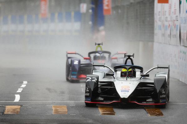 Oliver Rowland (GBR), Nissan e.Dams, Nissan IMO1 leads Sam Bird (GBR), Envision Virgin Racing, Audi e-tron FE05