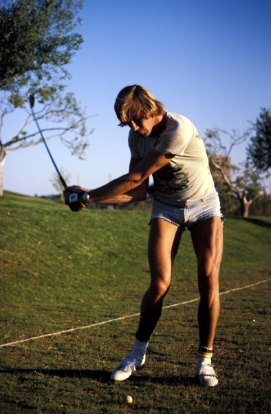 James Hunt (GBR) enjoys a game of Golf. James Hunt Lifestyle, Circa 1976.