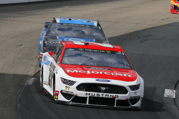 #21: Paul Menard, Wood Brothers Racing, Ford Mustang Motorcraft / Quick Lane Tire & Auto Center and #38: David Ragan, Front Row Motorsports, Ford Mustang Compressor World