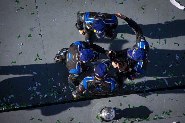 #10 Konica Minolta Cadillac DPi-V.R. Cadillac DPi, DPi: Renger Van Der Zande, Ryan Briscoe, Scott Dixon, Kamui Kobayashi celebrate