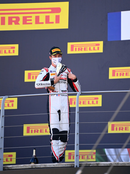 Theo Pourchaire (FRA, ART GRAND PRIX), 3rd position, on the podium