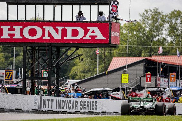 #88: Colton Herta, Andretti Harding Steinbrenner Autosport Honda takes the checkered flag