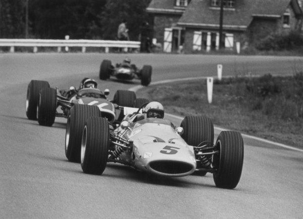1968 Belgian Grand Prix.Spa-Francorchamps, Belgium. 9 June 1968.Bruce McLaren, McLaren M7A-Ford, 1st position, leads Pedro Rodriguez, BRM P133, 2nd position, action.World Copyright: LAT PhotographicRef: b&w print