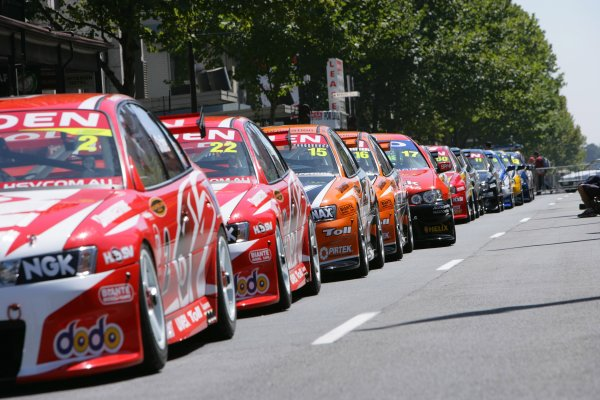 2006 Australian V8 Supercars Clipsal 500, Adelaide, Australia. 25th - 26th March 2006. The 2006 drivers entertain the crowd at the annual parade. World Copyright: Mark Horsburgh/LAT Photographic ref: Digital Image Only.
