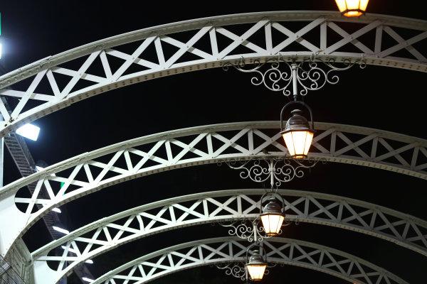 Marina Bay Circuit, Singapore. Thursday 19th September 2013. The Anderson Bridge. World Copyright: Andy Hone/LAT Photographic. ref: Digital Image HONZ0663