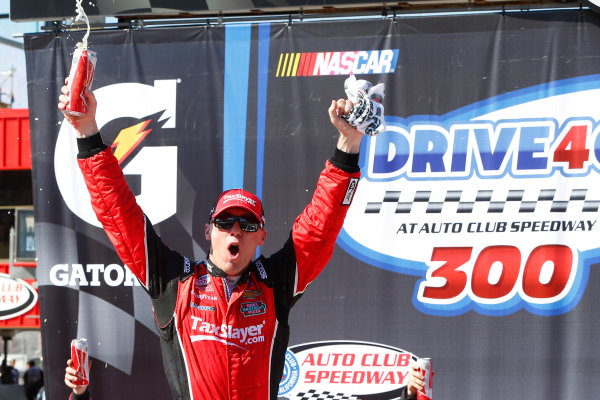 20-21 March, 2015, Fontana, California USA Kevin Harvick celebrates in victory lane ?2015, Russell LaBounty LAT Photo USA