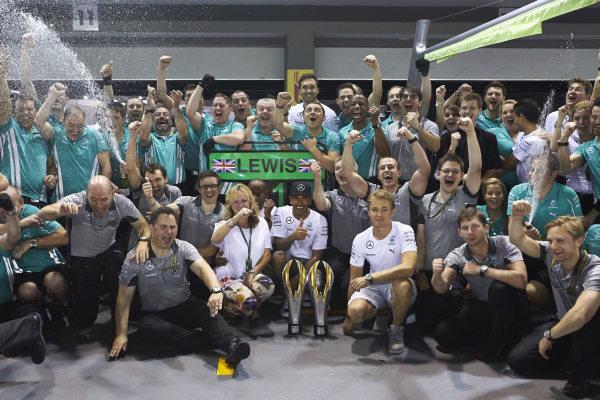 Marina Bay Circuit, Singapore. Sunday 21 September 2014. Lewis Hamilton, Mercedes F1 W05 Hybrid, 1st Position, Nico Rosberg, Mercedes F1 W05 Hybrid, and the Mercedes team celebrate victory. World Copyright: Steve Etherington/LAT Photographic. ref: Digital Image SNE19574
