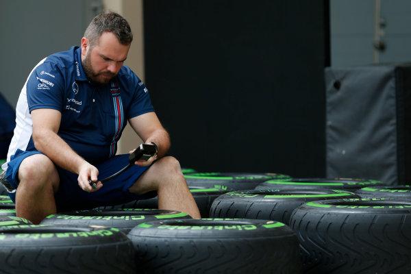 Bahrain International Circuit, Sakhir, Bahrain Thursday 31 March 2016. A Williams team member takes a tyre reading. World Copyright: Sam Bloxham/LAT Photographic ref: Digital Image _R6T4507