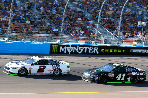 Monster Energy NASCAR Cup Series Can-Am 500 Phoenix Raceway, Avondale, AZ USA Sunday 12 November 2017 Brad Keselowski, Team Penske, Miller Lite Ford Fusion and Kurt Busch, Stewart-Haas Racing, Monster Energy/Haas Automation Ford Fusion World Copyright: Russell LaBounty LAT Images