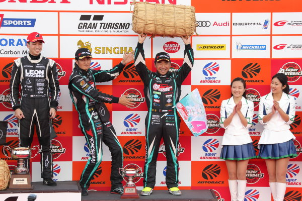 2017 Japanese Super GT Series. Motegi, Japan.  11th - 12th November 2017. Rd 8. GT300 2017 Driver's Champion Nobuteru Taniguchi & Tatsuya Kataoka ( #4 GOODSMILE HATSUNE MIKU AMG ) podium portrait World Copyright: Yasushi Ishihara/LAT Images ref: Digital Image 2017_SGT_Rd8_023