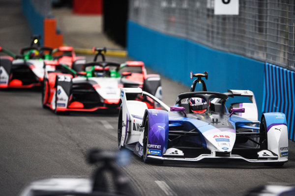 Jake Dennis (GBR), BMW I Andretti Motorsport, BMW iFE.21, leads Rene Rast (DEU), Audi Sport ABT Schaeffler, Audi e-tron FE07