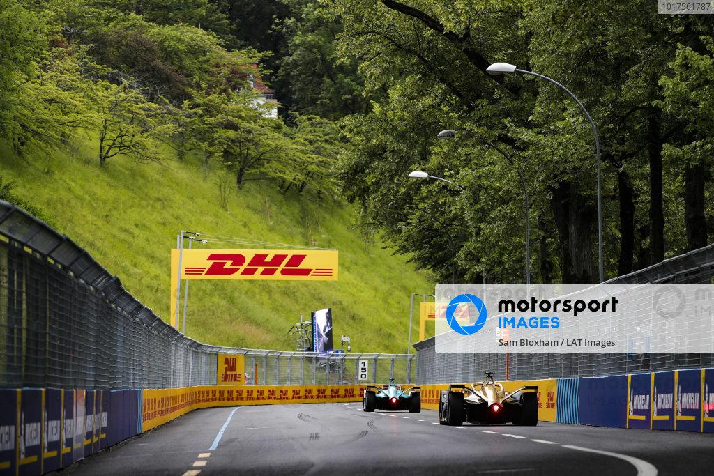 Tom Dillmann (FRA), NIO Formula E Team, NIO Sport 004 leads Andre Lotterer (DEU), DS TECHEETAH, DS E-Tense FE19