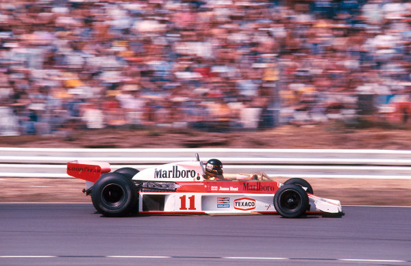 1976 British Grand Prix.Brands Hatch, England.16-18 July 1976.James Hunt (McLaren M23 Ford) 1st position, but was disqualified later for using the spare car in the restart. Ref 76GB20. World Copyright - LAT Photographic
