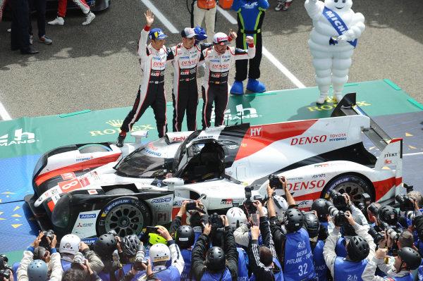 Winners #8 Toyota Gazoo Racing Toyota TS050: Sébastien Buemi, Kazuki Nakajima, Fernando Alonso