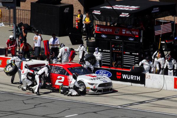 #2: Brad Keselowski, Team Penske, Ford Mustang Wurth pit stop