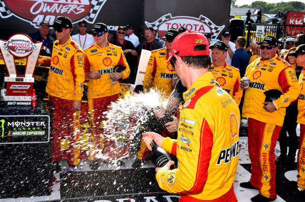 Monster Energy NASCAR Cup Series Toyota Owners 400 Richmond International Raceway, Richmond, VA USA Sunday 30 April 2017 Joey Logano, Team Penske, Shell Pennzoil Ford Fusion wins. World Copyright: Rusty Jarrett LAT Images ref: Digital Image 17RIC1rj_4444