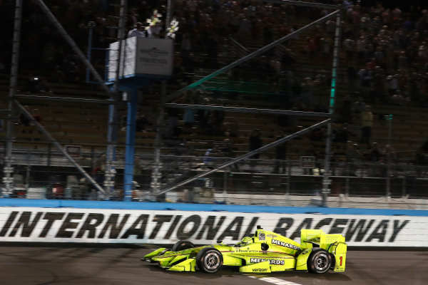 Verizon IndyCar Series Desert Diamond West Valley Phoenix Grand Prix Phoenix Raceway, Avondale, AZ USA Saturday 29 April 2017 Simon Pagenaud, Team Penske Chevrolet takes the checkered flag and win World Copyright: Michael L. Levitt LAT Images