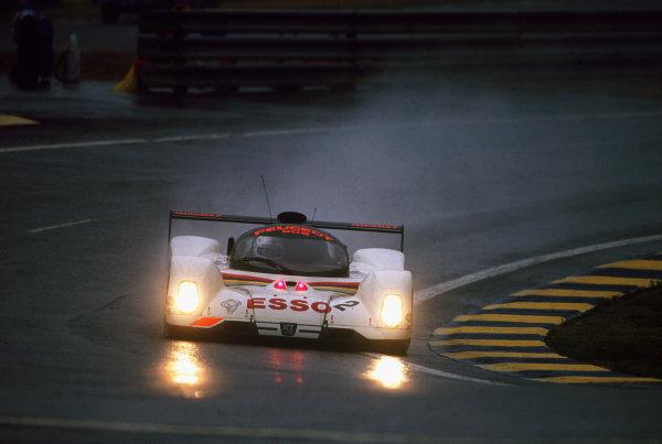 1992 Le Mans 24 Hours. Le Mans, France. 20th - 21st June 1992. Philippe Alliot/Mauro Baldi/Jean-Pierre Jabouille (Peugeot 905 Evo 1), 3rd position, action. World Copyright: LAT Photographic. Ref:  92LM24.