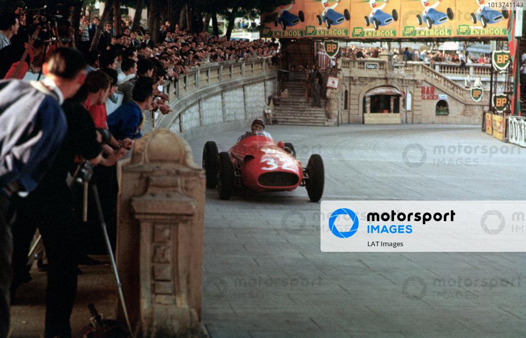 Monte Carlo, Monaco. 19th May 1957.Juan Manuel Fangio (Maserati 250F), 1st position, action. World copyright: LAT PhotographicRef: 57MON28.