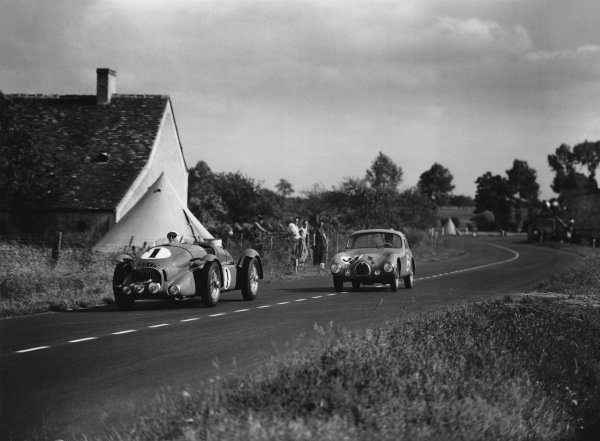 Le Mans, France. 24th - 25th June 1950. Pierre Veyron/Lacour (M.A.P. Diesel), retired, leads Juan Manuel Fangio/Froilan Gonzalez (Simca Gordini ko), retired, action.  World Copyright: LAT Photographic. Ref: Autocar Glass Plate C27257.