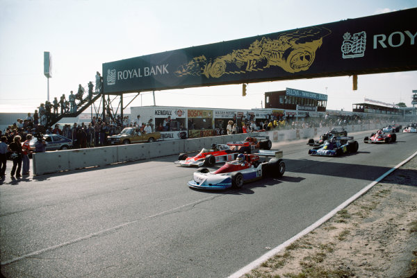 Mosport Park, Ontario, Canada. 1st - 3rd October 1976. Ronnie Peterson (March 761-Ford), 9th position leads James Hunt (McLaren M23- Ford), 1st position and Vittorio Brambilla (March 761-Ford), 14th position at the start, action.  World Copyright: Murenbeeld/LAT Photographic. Ref:  76 CAN 10.