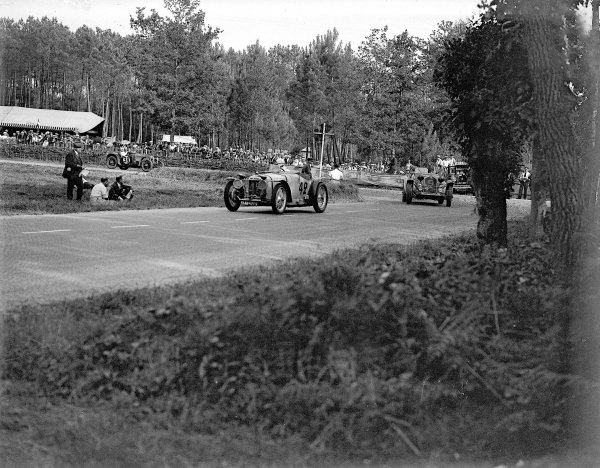 Le Mans, France. 16-17 June 1934.Charles Auguste Martin/Fernand Pousse (Amilcar CG Special) leads eventual winner Luigi Chinetti/Philippe Etancelin (Alfa Romeo 8C) and Dorothy Champney/Kay Petre (Riley Ulster Imp).Ref-Motor 800/94.World Copyright - LAT Photographic
