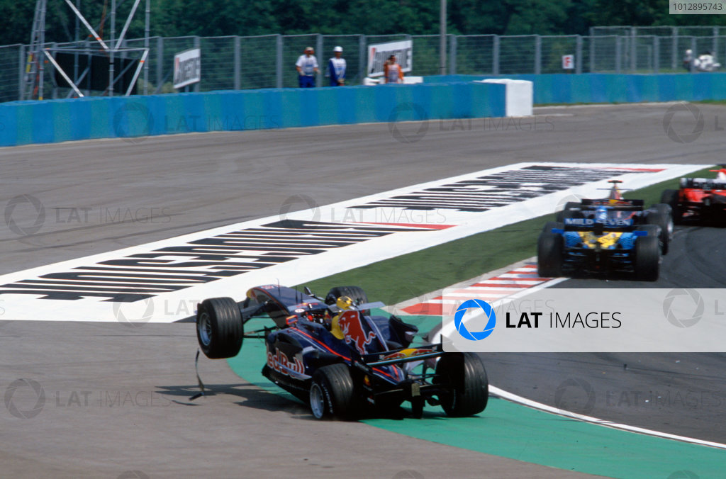 2005 Hungarian Grand Prix. Hungaroring, Hungary. 29th - 31st July 2005 Christian Klien, Red Bull Racing Cosworth RB1 retires from the race after his first corner accident. Action. World Copyright: Charles Coates/LAT Photographic Ref: 35mm Image A04
