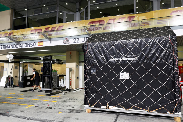 Yas Marina Circuit, Abu Dhabi, United Arab Emirates. Sunday 29 November 2015. The McLaren team pack away after the race. World Copyright: Alastair Staley/LAT Photographic ref: Digital Image _79P2860