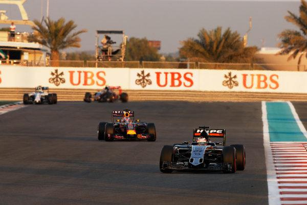 Yas Marina Circuit, Abu Dhabi, United Arab Emirates. Sunday 29 November 2015. Nico Hulkenberg, Force India VJM08 Mercedes, leads Daniel Ricciardo, Red Bull Racing RB11 Renault. World Copyright: Charles Coates/LAT Photographic ref: Digital Image _J5R4134