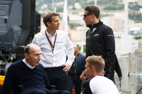 Monte Carlo, Monaco. Sunday 24 May 2015. Stoffel Vandoorne, Test and Reserve Driver, McLaren, and Kevin Magnussen, Test and Reserve Driver, McLaren, with Sir Frank Williams, Team Principal, Williams F1. World Copyright: Sam Bloxham/LAT Photographic. ref: Digital Image _G7C0106