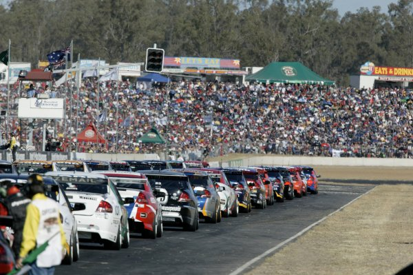 2004 Australian V8 Supercarsrd 6, Queensland Raceway, Brisbane. 4th July.The race start from the rear of the grid.World Copyright: Mark Horsburgh/LAT Photographicref: Digital Image Only