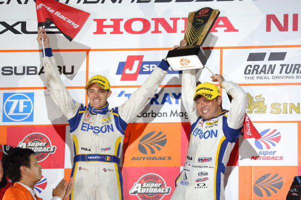 2017 Japanese Super GT Series. Suzuka, Japan. 26th - 27th August 2017. Rd 6.. GT500 Winner Bertrand Baguette & Kosuke Matsuura ( #64 Epson Modulo NSX-GT ) podium portrait World Copyright: Yasushi Ishihara / LAT Images. Ref: 2017SGT_Rd6_007