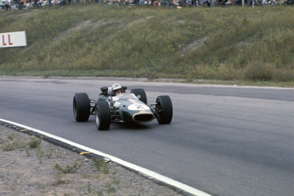 Mosport Park, Ontario, Canada. 25 - 27 August 1967.Denny Hulme (Brabham BT24-Repco), 2nd position, action. World Copyright: LAT Photographic.Ref:  67CAN19
