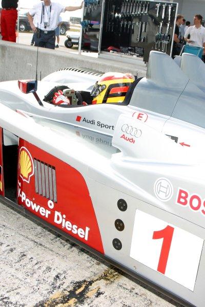 JANUARY 23-25, 2006, SEBRING INTERNATIONAL RACEWAY, NO 1 AUDI R10 IN THE PITS  ©2006, GREG ALECK/LAT