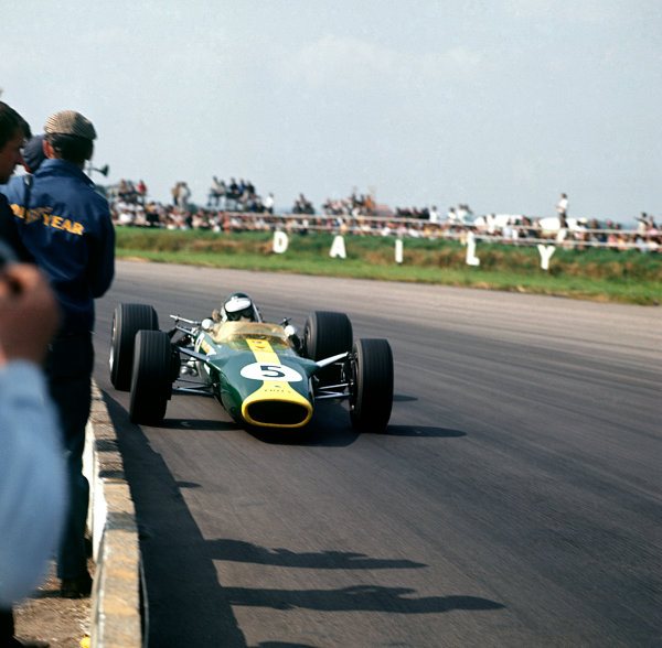 Silverstone, England. 13-15 July 1967. Jim Clark (Lotus 49 Ford) 1st position, action.  World Copyright: LAT Photographic. Ref:  3067.
